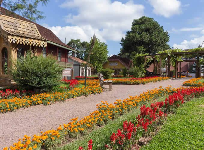 Exuberante Praça das Etnias em Gramado