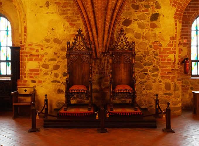 Móveis antigos no Castelo de Trakai